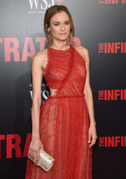 Diane Kruger attended the New York premiere of 'The Infiltrator' carrying a classic cream-colored quilted clutch by Chanel.