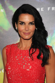 Wearing her raven hair in a romantic side sweep, Angie Harmon was a stunning beauty at the Fragrance Foundation Awards.