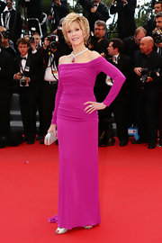 Jane Fonda looked stunning as ever in this fuchsia-colored off-the-shoulder gown.