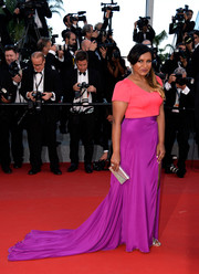 Mindy Kaling was an absolute delight to the eyes in her Salvador Pérez color-block gown during the 'Inside Out' premiere in Cannes.
