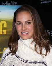 Natalie Portman kept it casual with this loose side-parted hairstyle at the special screening of 'Eating Animals.'