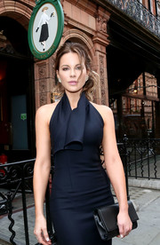 Kate Beckinsale arrived for the Dior welcome dinner sporting a black leather clutch and navy halter dress combo.