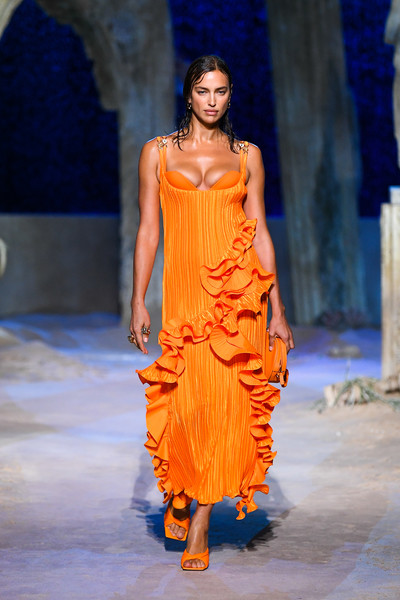 Irina Shayk Evening Dress [fashion show,fashion model,fashion,runway,clothing,fashion design,event,yellow,dress,haute couture,irina shayk,fashion,runway,versace - runway,runway,versace,milan fashion week,fashion show,fashion show,milan womens fashion week,donatella versace,milan fashion week,versace,runway,fashion week,fashion,fashion show,ready-to-wear,spring]