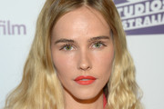 Isabel Lucas Medium Wavy Cut