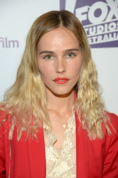 Isabel Lucas Medium Wavy Cut [hair,blond,face,hairstyle,lip,eyebrow,long hair,beauty,chin,layered hair,isabel lucas,arrivals,neuehouse hollywood,california,los angeles,australians in films 5th annual awards gala]