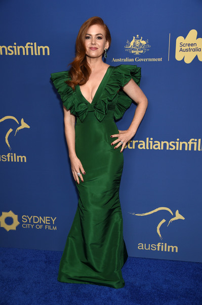 Isla Fisher Evening Dress [dress,clothing,green,carpet,shoulder,gown,formal wear,red carpet,flooring,premiere,australians in film awards gala,isla fisher,dinner,los angeles,california,century city,intercontinental los angeles,australians in film awards gala benefit dinner]