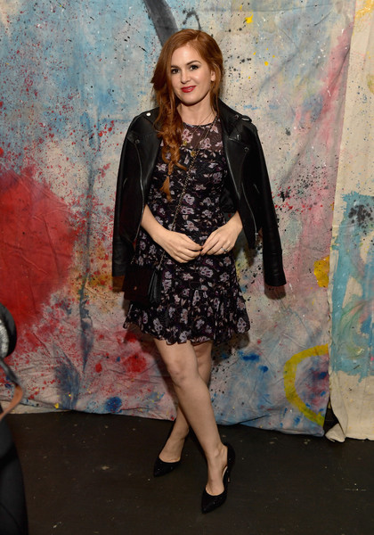 Isla Fisher Leather Jacket [clothing,fashion,leg,dress,fashion model,fashion design,long hair,style,fawn,art,reality,los angeles,refinery29 presents 29rooms,california,the reef,isla fisher]