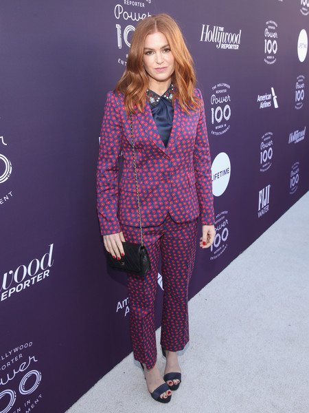 Isla Fisher Chain Strap Bag [red carpet,the hollywood reporter,clothing,fashion,pantsuit,outerwear,carpet,design,pattern,magenta,textile,plaid,isla fisher,california,los angeles,hollywood reporter,milk studios,women in entertainment breakfast]