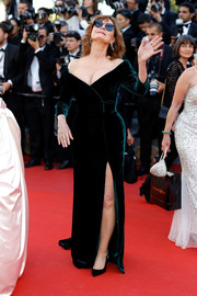 Susan Sarandon was all about classic glamour in a dark-green velvet off-the-shoulder gown by Alberta Ferretti at the Cannes Film Festival opening gala.