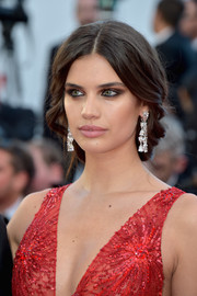 Sara Sampaio oozed elegance wearing this loose, center-parted braid at the Cannes Film Festival opening gala.