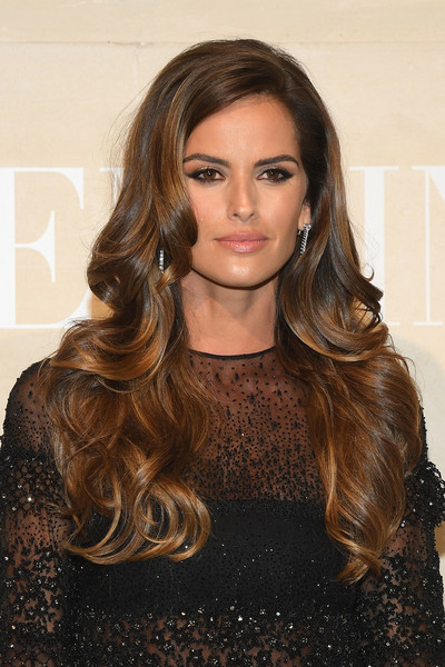 Izabel Goulart Long Wavy Cut