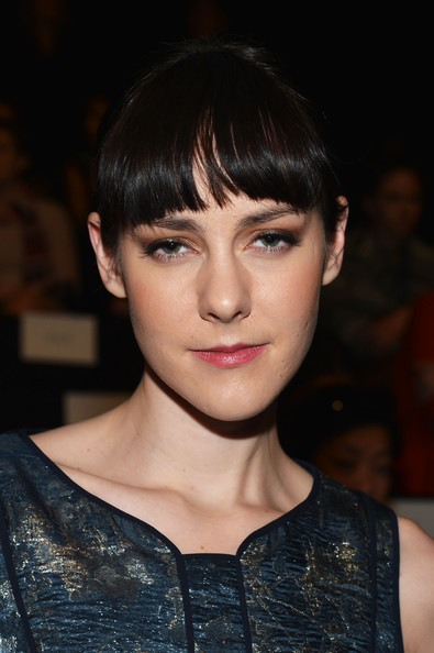 Jena Malone chose a sweet pink hue for her lips.