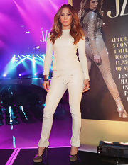 J.Lo showed off her signature curves in a pair of cream-colored bootcut jeans.