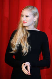 Danika Yarosh wore her long blonde tresses down with a side part and gentle waves during the Berlin premiere of 'Jack Reacher: Never Go Back.'