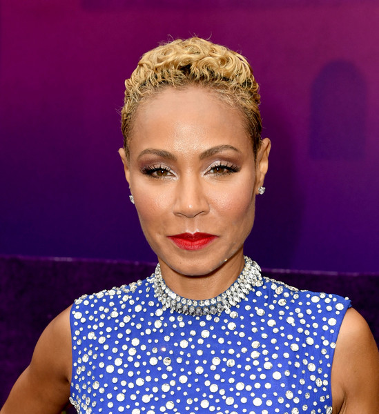 Jada Pinkett Smith Short Curls [aladdin,hair,face,lip,eyebrow,hairstyle,beauty,head,forehead,chin,blond,red carpet,jada pinkett smith,california,los angeles,el capitan theater,disney,premiere,premiere]