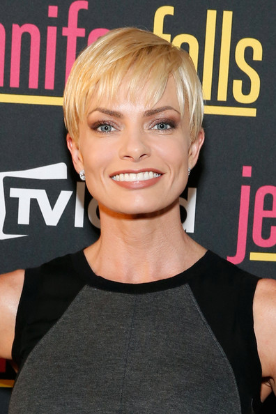 Jaime Pressly Short Cut With Bangs [jennifer falls,hair,face,hairstyle,blond,chin,pixie cut,bangs,hair coloring,premiere,crop,jaime pressly,jimmy,new york city,the james hotel,premiere party,tv land,premiere party]