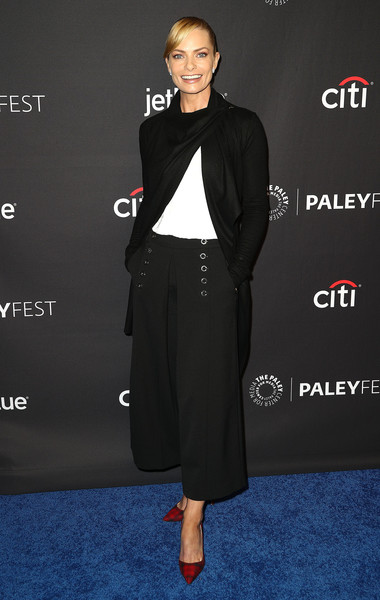Jaime Pressly Cardigan [television show,clothing,dress,footwear,fashion,suit,formal wear,outerwear,carpet,shoe,premiere,mom,jaime pressly,arrivals,los angeles,dolby theatre,california,hollywood,paley center for media,paleyfest]