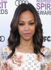 Zoe Saldana attended the 2012 Independent Spirit Awards wearing a shimmering pink lipstick.