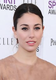 Blanca Suarez wore a pair of ultra-long lashes to create her flirty feminine look at the 2012 Independent Spirit Awards.