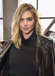 Kate Upton wore her hair down to her shoulders with just a hint of a wave during the Jason Wu fashion show.