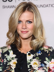 Brooklyn Decker wore her shiny shoulder-length waves casually tousled at a benefit for the United Way.