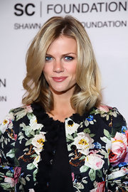 Brooklyn Decker wore a pretty medium pinky-nude lipstick at a Jay-Z concert benefiting the United Way.