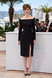 Louise Bourgoin looked tres chic at the 'Je Suis Un Soldat' photocall in a little black dress featuring a square neckline, and thigh-baring slit, and a seductive hourglass silhouette.