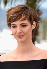 Louise Bourgoin made messy hair look so cool at the 'Je Suis Un Soldat' photocall in Cannes.