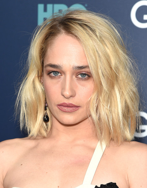 Jemima Kirke Medium Wavy Cut