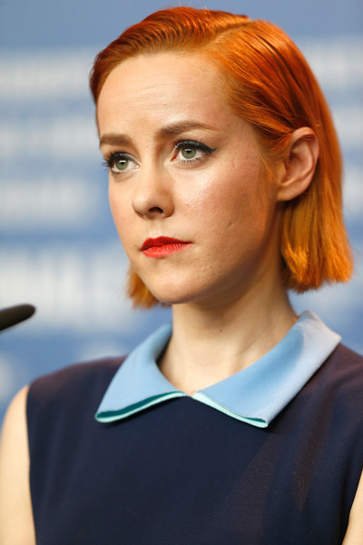 Jena Malone Side Parted Straight Cut [hair,face,hairstyle,chin,eyebrow,beauty,head,lip,blond,forehead,berlin,germany,grand hyatt hotel,berlinale international film festival,angelica press conference,press conference,angelica,jena malone]