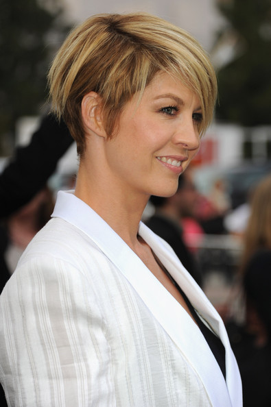 Jenna Elfman Wedge [hair,hairstyle,face,blond,beauty,chin,bangs,layered hair,brown hair,bob cut,red carpet,jenna elfman,california,westwood,regency village theatre,paramount pictures,super 8,premiere,premiere]