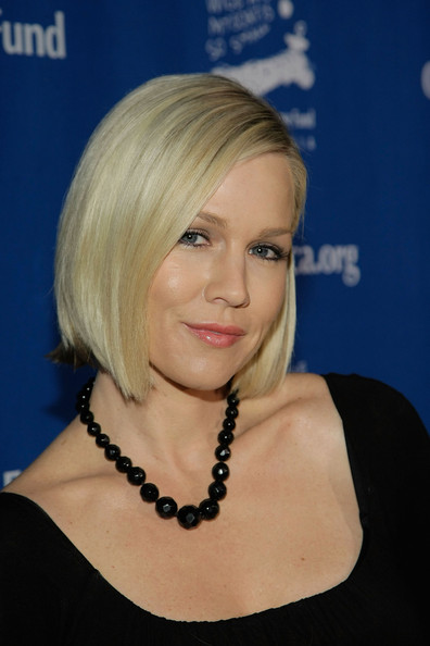 Jennie Garth Side Parted Straight Cut