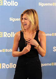 Jennifer Aniston debuted a shoulder length cut at the Madrid premiere of 'Just go with it'. The center part cut provided the perfect frame for her face.