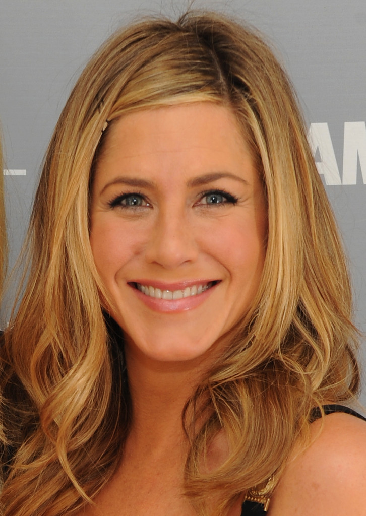 Jennifer Aniston Pink Lipstick - Jennifer Aniston Looks ... Jennifer Aniston Makeup