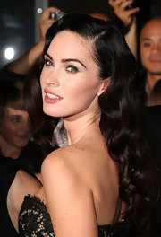 Megan looked absolutely radiant with a side-parted, old Hollywood-inspired wavy do.