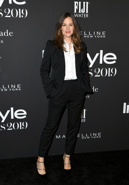 Jennifer Garner Evening Pumps [clothing,suit,fashion,formal wear,pantsuit,footwear,outerwear,shoe,tuxedo,blazer,arrivals,jennifer garner,instyle awards,fifth annual instyle awards,the getty center,los angeles,california]
