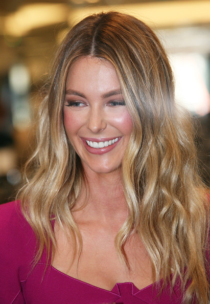 Long Center Part Hairstyles, Long Hairstyle 2011, Hairstyle 2011, New Long Hairstyle 2011, Celebrity Long Hairstyles 2133