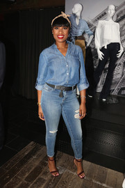 Burgundy ankle-strap sandals added a touch of elegance to Jennifer Hudson's casual look.