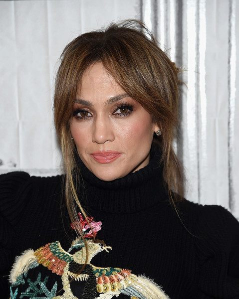 Jennifer Lopez Neutral Eyeshadow [shades of blue,hair,fashion model,beauty,eyebrow,human hair color,hairstyle,fashion,blond,bangs,long hair,build series presents jennifer lopez,ray liotta,new york city,build studio]