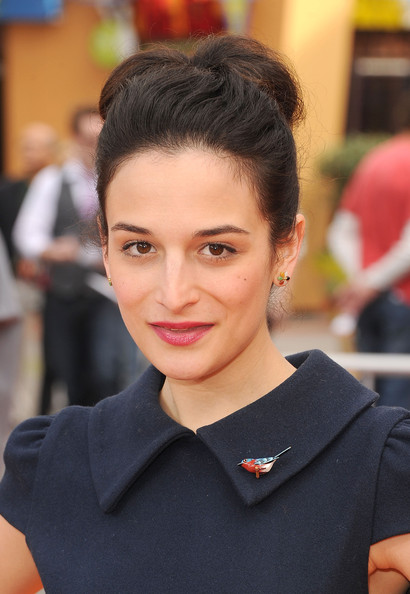 Jenny Slate Loose Bun [dr. seuss the lorax,hair,face,hairstyle,beauty,eyebrow,chin,lip,fashion,forehead,black hair,arrivals,jenny slate,dr. suess,cg,universal studios hollywood,illumination entertainment,universal pictures,premiere,premiere]