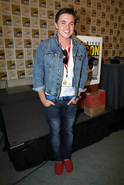 Denim on denim is usually a fashion no-no but somehow Jesse makes it look good!