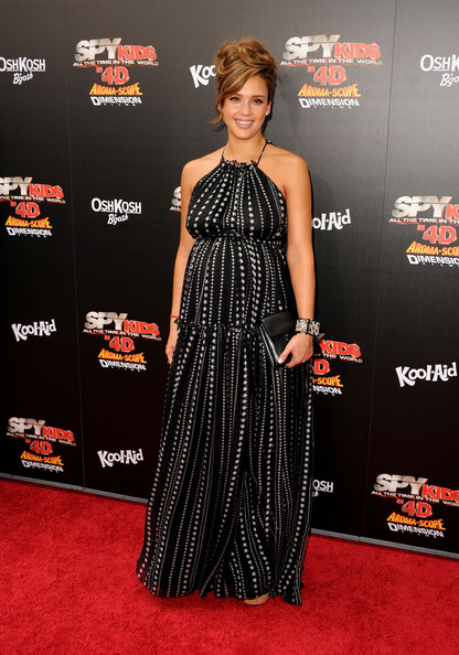 d813777a6643 Jessica Alba Is Seeing Stars in Dolce   Gabbana - Celebrity Clothes ...