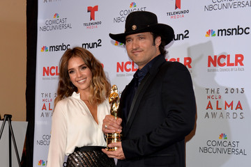 Jessica Alba Robert Rodriguez 2013 NCLR ALMA Awards - Winner's Walk