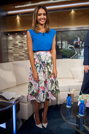 Jessica Alba looked pretty in a floral midi skirt by Topshop for an appearance on 'FOX & Friends'.