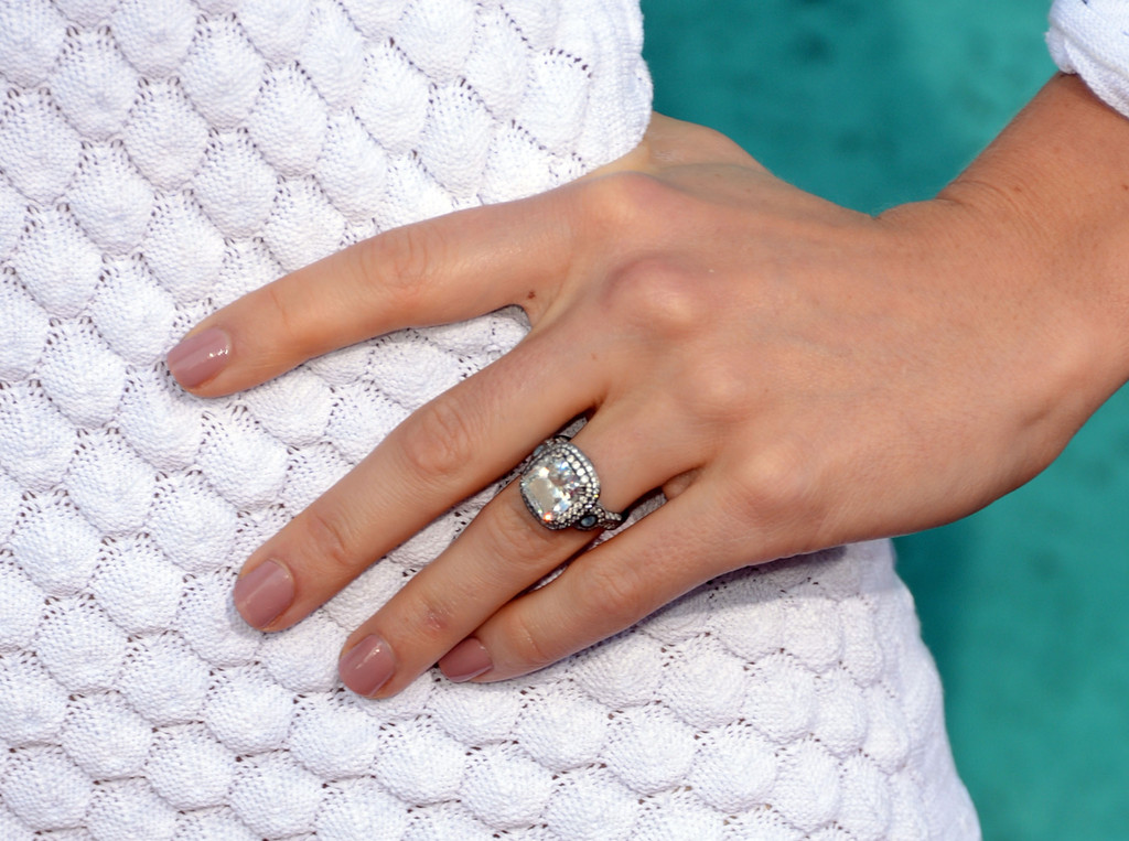 engagement ring hilary duff jessica biel dazzled the crowds at the 2012 mtv movie awards with her - Giuliana Rancic Wedding Ring