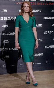 Jessica Chastain polished off her monochromatic look with a pair of shimmery pumps.
