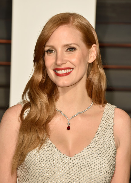 Jessica Chastain Gemstone Pendant [oscar party,vanity fair,hair,face,blond,hairstyle,lip,beauty,long hair,dress,brown hair,fashion,beverly hills,california,wallis annenberg center for the performing arts,jessica chastain,graydon carter - arrivals,graydon carter]