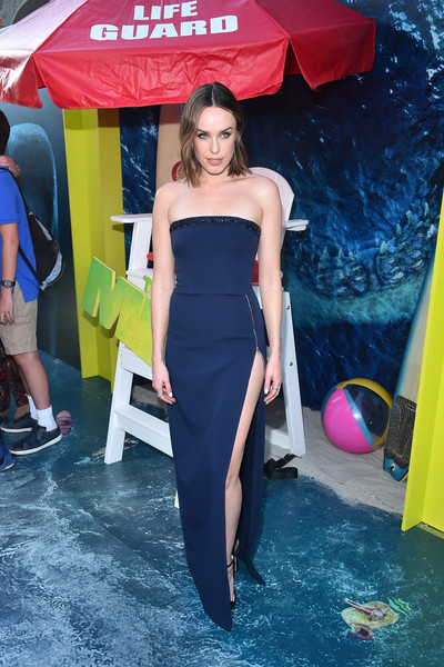 Jessica McNamee Strapless Dress [warner bros. pictures and gravity pictures premiere,the meg,clothing,dress,yellow,fashion,beauty,shoulder,leg,cocktail dress,event,long hair,red carpet,jessica mcnamee,california,hollywood,tcl chinese theatre imax,premiere]