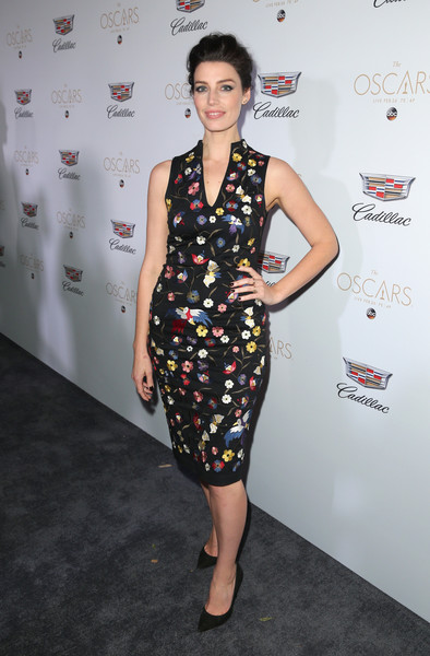 Jessica Pare Print Dress [clothing,dress,fashion,hairstyle,cocktail dress,carpet,fashion model,red carpet,flooring,footwear,jessica pare,chateau marmont,los angeles,california,cadillac celebrates oscar,cadillac oscar week celebration]