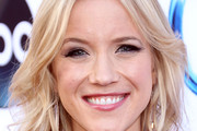 Jessy Schram Medium Wavy Cut